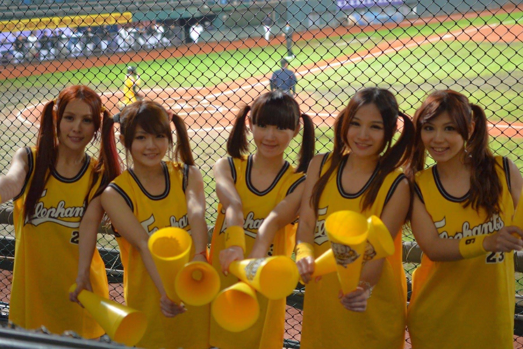 【野球どころじゃない】エロ過ぎる台湾巨乳チアガール